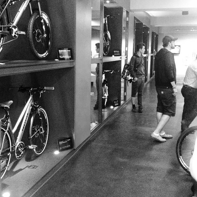 na das ist doch mal ein anderer #fahrradladen. #bike #showroom á la #bikecomponents #aachen Instagram