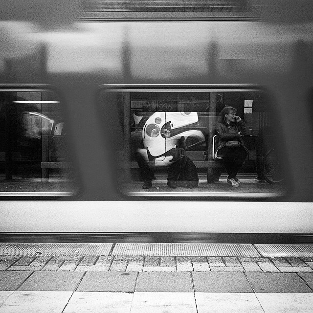 Ehrenfeld Bahnhof aufn Zug Warten.