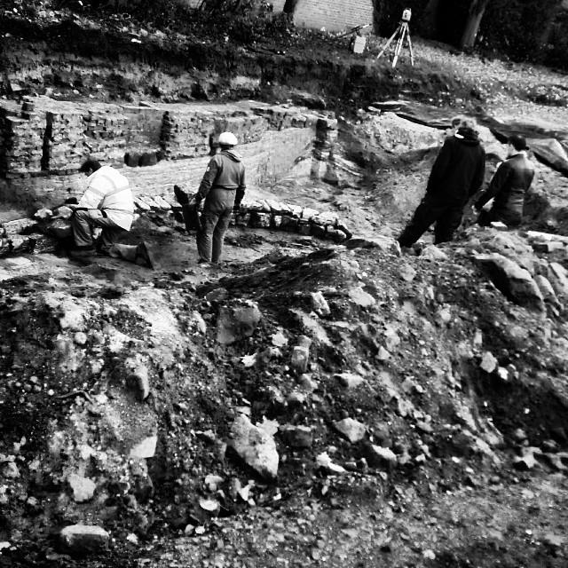Business as usual auf Aachens Baustellen: #Archäologische #Ausgrabungen Instagram